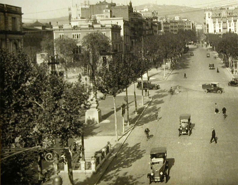 Aspecto del cruce del Paseo de Gracia y de la avenida Diagonal. Abajo, a la izquierda, el acceso al Gran Metro. Fuente: Archivo Alex Reyes.