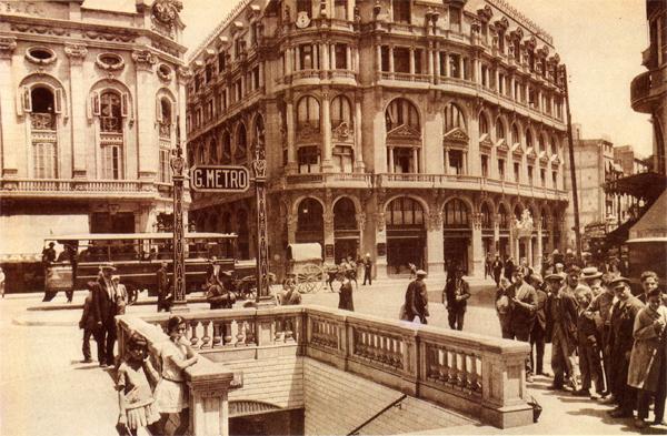 Aspecto de la plaza del Ángel, y acceso a Gran Metro. Fuente: Archivo Wolfgang Weber.