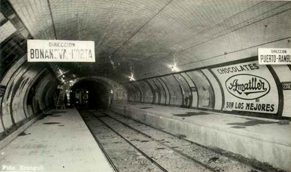 Piñón lado Fontana, cuya cartelería muestra el inmediato objetivo de ejecutar las prolongaciones previstas por la compañía. Fuente: Archivo Brangulí.