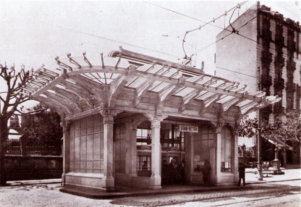 Aspecto del templete de acceso a la estación Lesseps tras su inauguración. Fuente: Archivo TMB.
