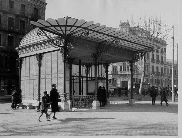 Aspecto del templete de acceso a la estación Urquinaona tras su inauguración. Fuente: Archivo TMB.