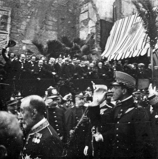 S. M. Alfonso XIII durante la ceremonia que daba comienzo a las obras de La Reforma. Fuente: archivo Alex Reyes.