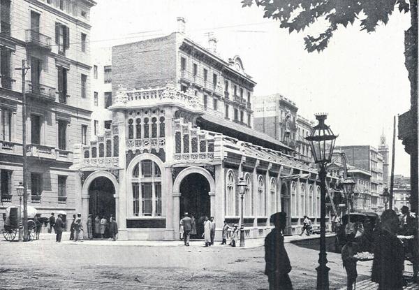 Edificio del apeadero de MZA, en plena calle Aragón. Fuente: Archivo Alex Reyes.