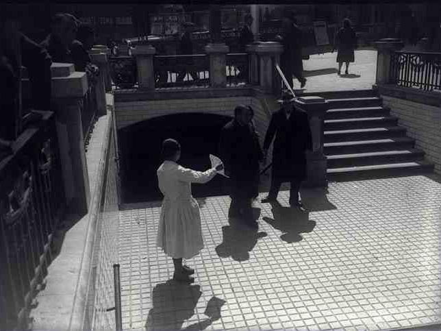 Aspecto del acceso en dirección opuesta, en el que se observa el acceso correspondiente al Ferrocarril de Sarriá a Barcelona. Foto: