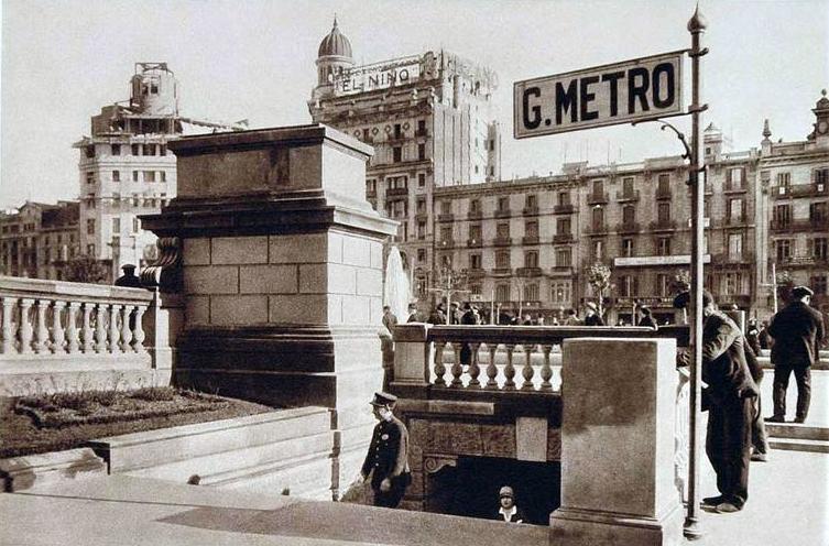 Aspecto del acceso D a la estación Cataluña. Foto: Wolfgang Weber.